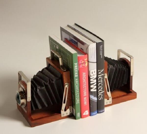Aparador de livros para sala com estrutura de sanfona