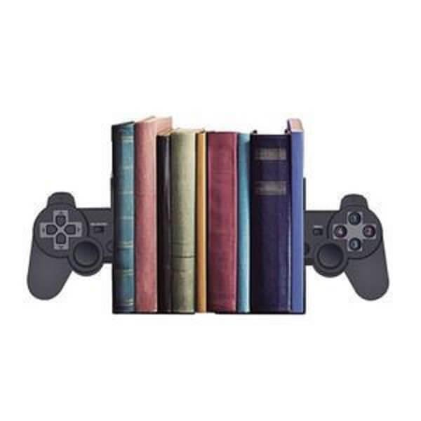 Aparador engenhoso feito com controle de vídeo game