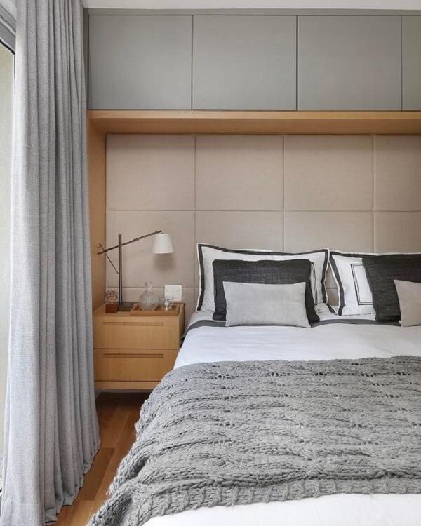 As camas de viúva de madeira se conectam facilmente com os demais móveis do quarto