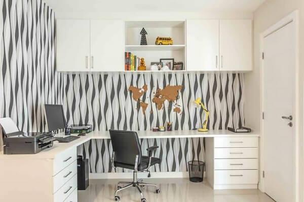As mesas de escritório em L são perfeitas para aqueles que desejam otimizar ainda mais o espaço