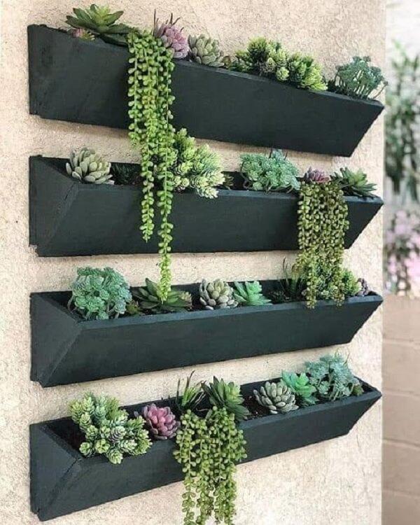 Avalie com atenção quais plantas serão cultivada dentro da sua floreira de parede