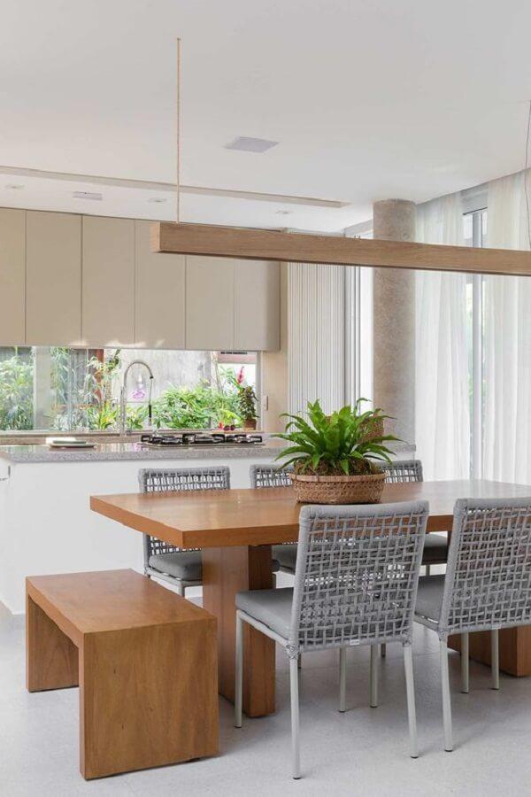Banco de madeira e cadeira de corda cinza para mesa de jantar