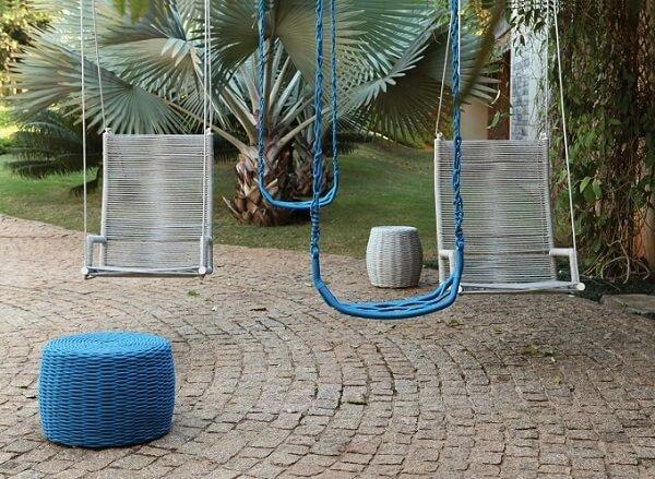 Cadeira de corda plástica suspensa fixada em área externa