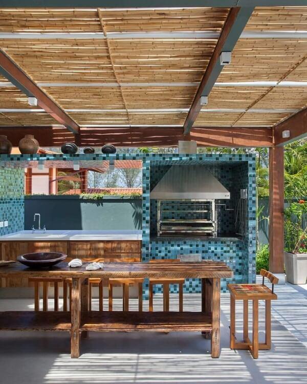 Construa uma cobertura charmosa para sua área gourmet rústica