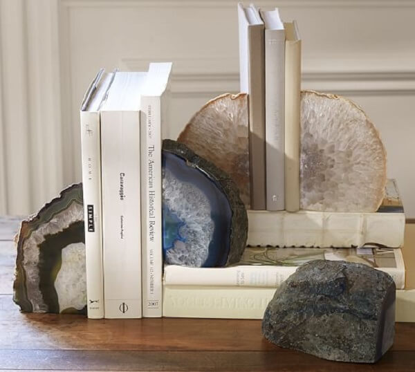 Cristais robustos podem ser utilizados como aparador de livros criativos