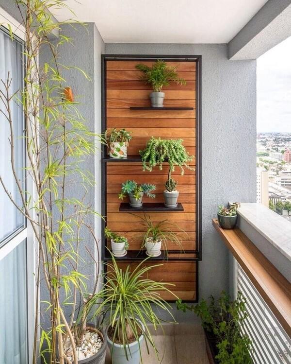 Cultive diferentes plantas na sua floreira de parede vertical