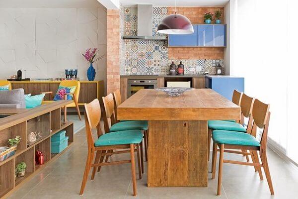 Decoração área gourmet rústica com toques de azul