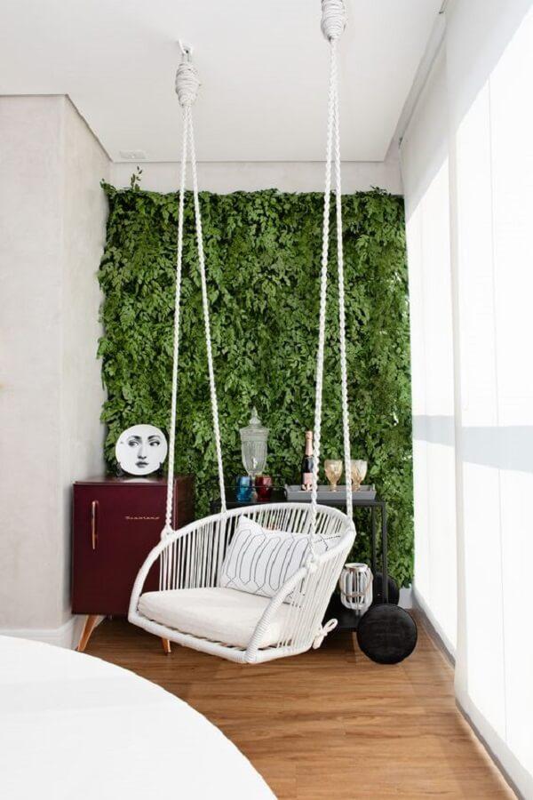 Decoração com cadeira de corda balanço