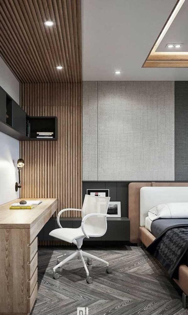 Dependendo do tamanho do projeto é possível acomodar uma escrivaninha de trabalho e estudos ao lado da cama de viúva