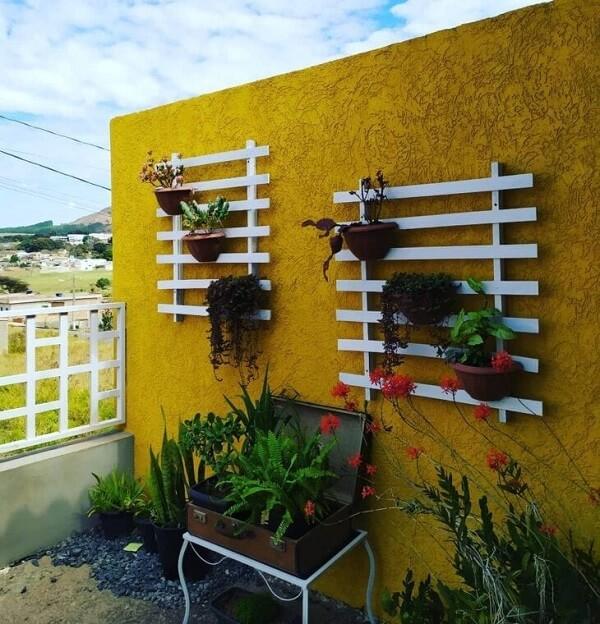 Floreira de parede externa branca