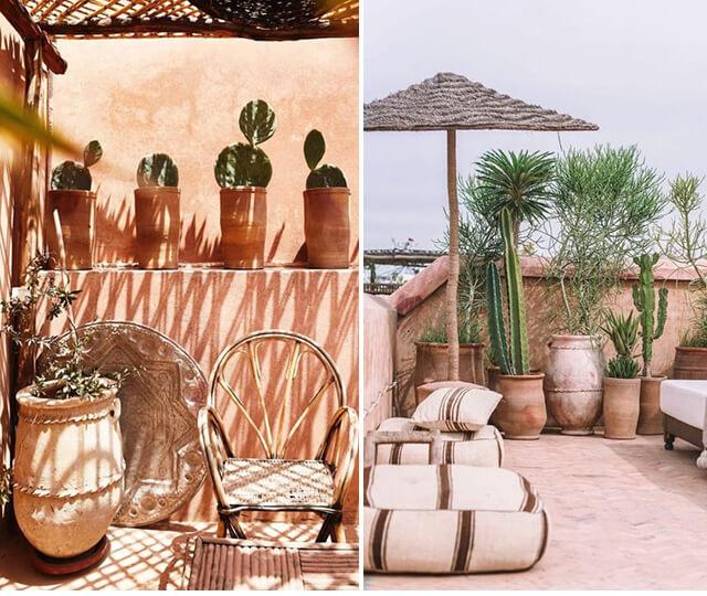 Tons terrosos, vasos de barro e cactos realçam ainda mais a decoração marroquina no ambiente