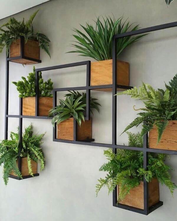 Formato criativo para floreira de ferro para parede