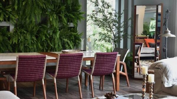 Inove na decoração e inclua modelos de cadeira com corda náutica na mesa de jantar