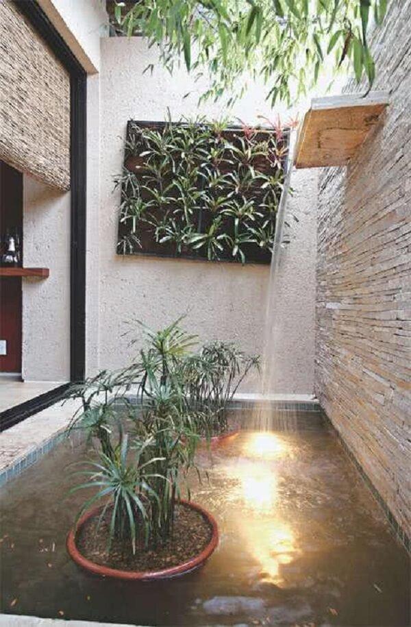 Jardim de inverno no quarto moderno com cascata