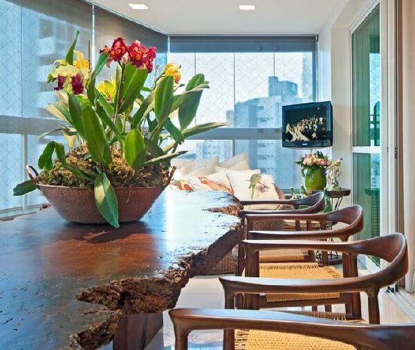 Mesa rústica decora a área gourmet rústica