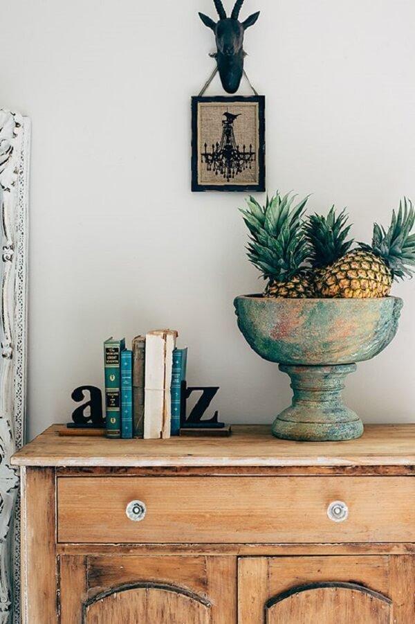 Modelo de aparador de livros para sala discreto feito com letras