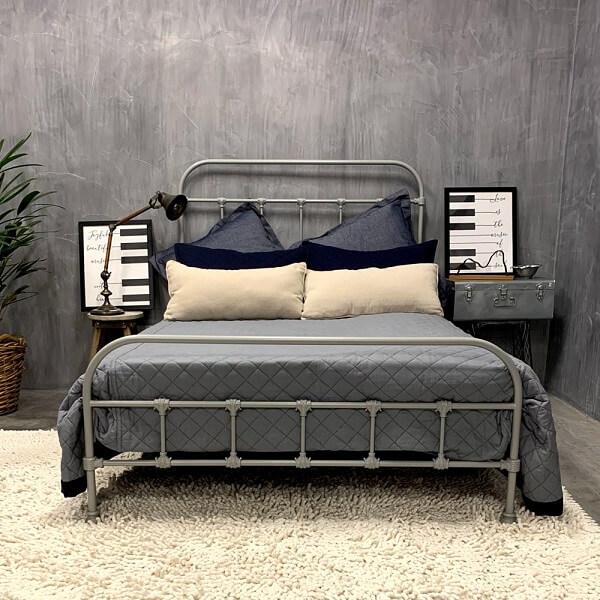 Modelo de cama de viúva com estrutura de ferro