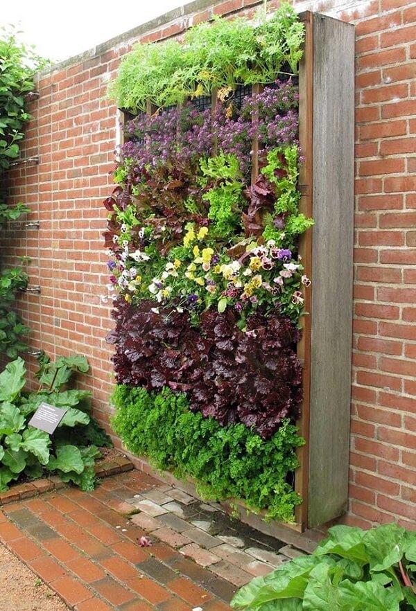 Modelo de floreira de parede externa