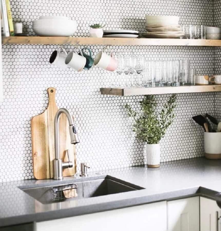 Modelo de revestimento hexagonal cozinha branca Foto Pinterest