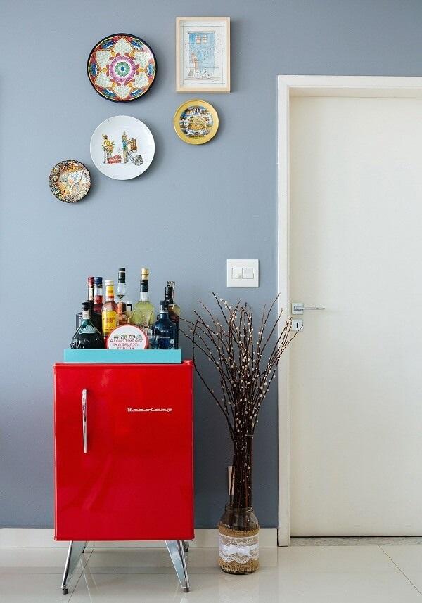 O frigobar retrô traz charme e elegância para decoração