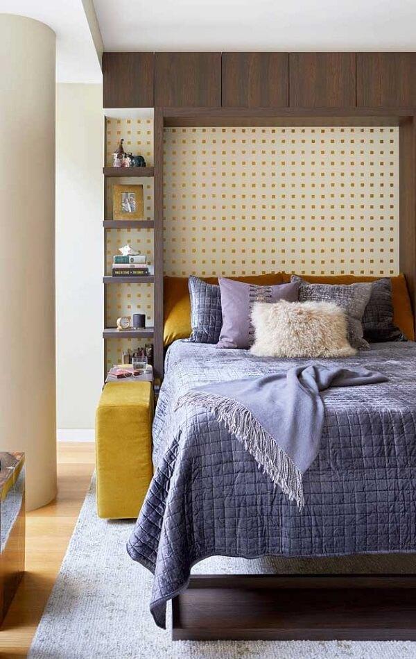 O jogo de cama viúva em cinza traz neutralidade para o quarto