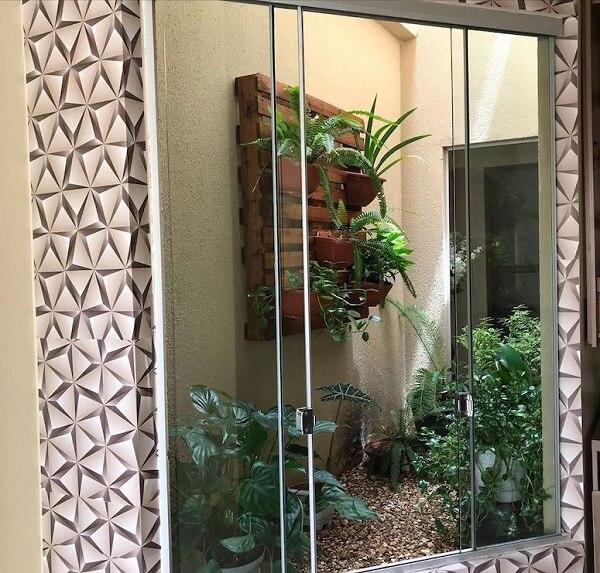 O painel vertical fica lindo no jardim de inverno no quarto