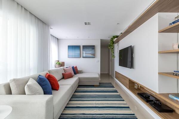 A decoração com quadros para sala de tv segue tons de azul