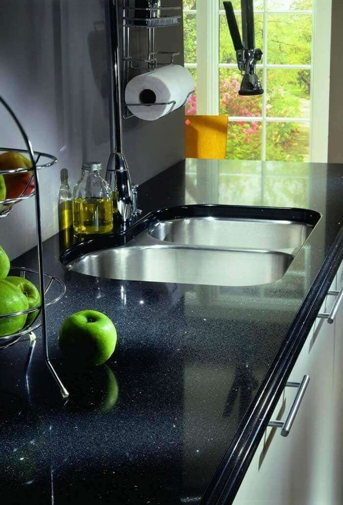 Pia de cozinha com cores de granito preto