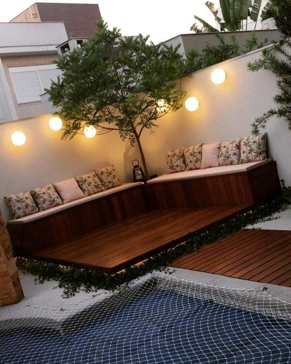 Que tal decorar os decks com grama amendoim?