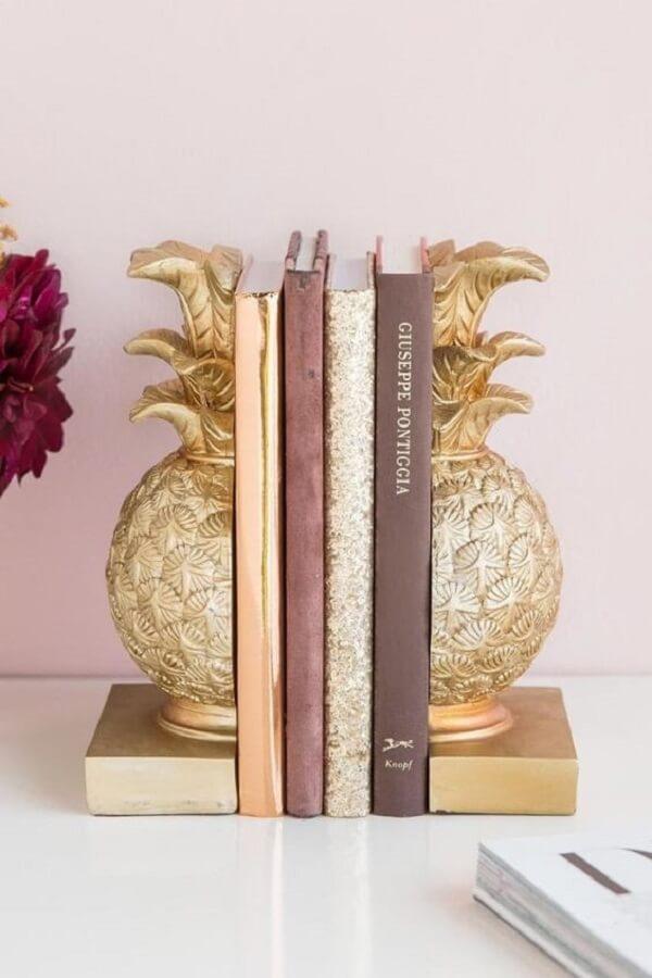 Suporte aparador de livros com desenho de abacaxi