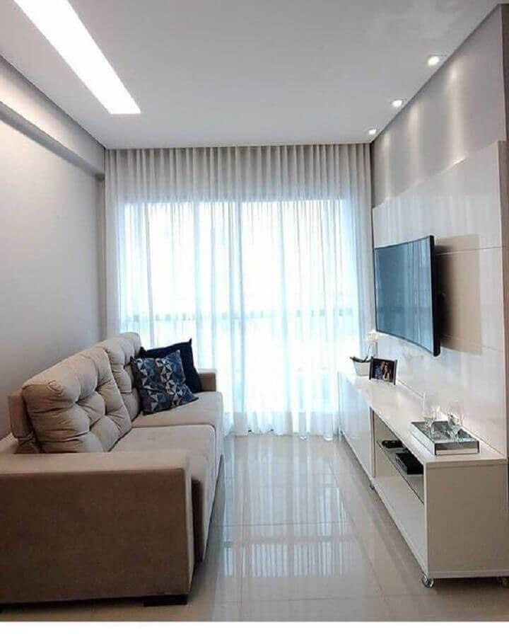 TV na parede da sala pequena e simples Foto Artlux Cortinas e Persianas