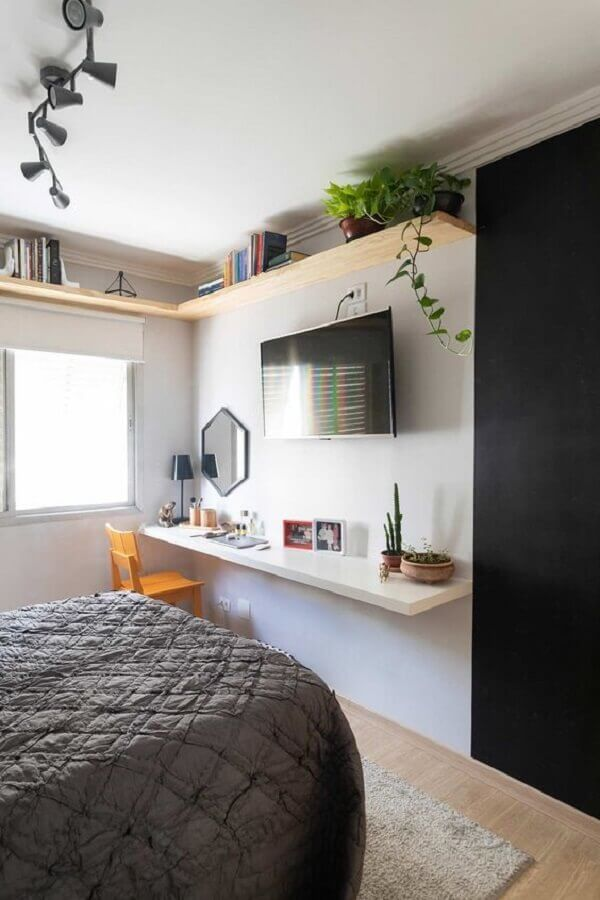 TV na parede do quarto simples Foto Casa de Valentina
