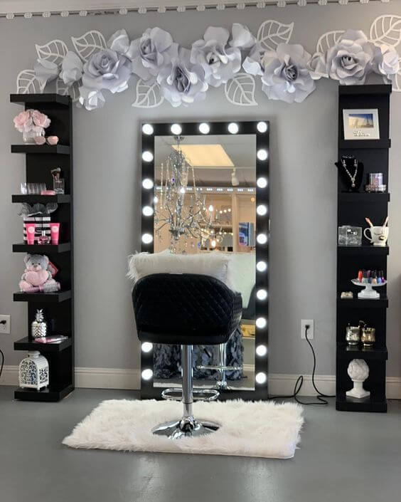 Closet com espelho camarim na penteadeira