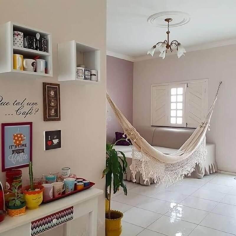 apartamento pequeno e simples decorado com rede de descanso para sala Foto Meu Estilo Decor