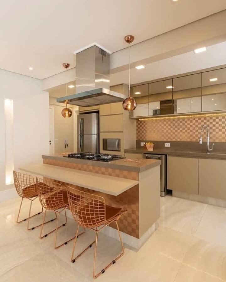 armário aéreo espelhado para cozinha sob medida com ilha Foto Decor Salteado