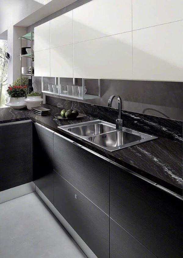Bancada de cozinha com cores de granito preto via láctea