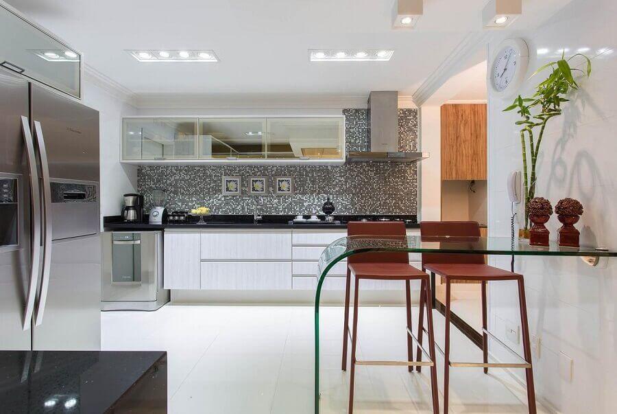 bancada de vidro para cozinha sob medida moderna ampla Foto Marcia Acaro