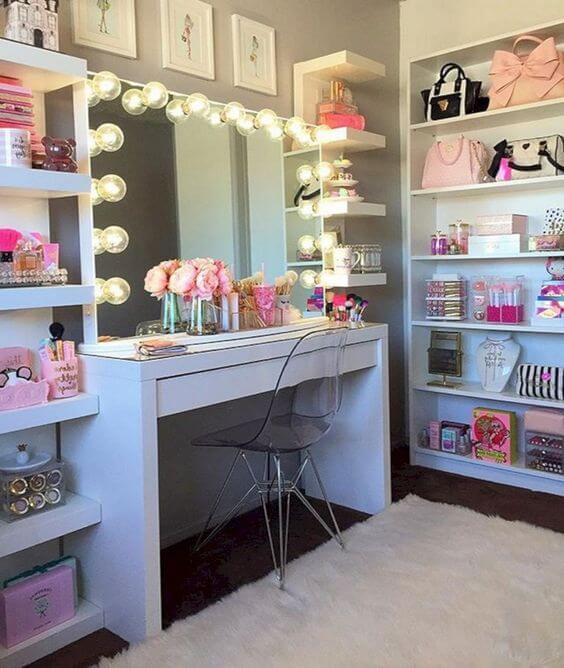 Banheiro moderno com espelho camarim