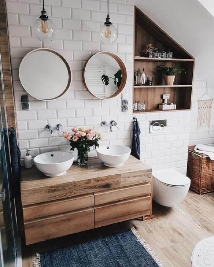 banheiro com estilo rústico decorado com espelhos para banheiro redondo Foto Pinterest