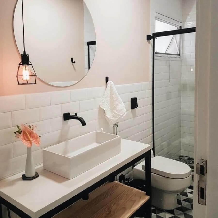 banheiro decorado com espelho redondo sem moldura Foto Casa 446
