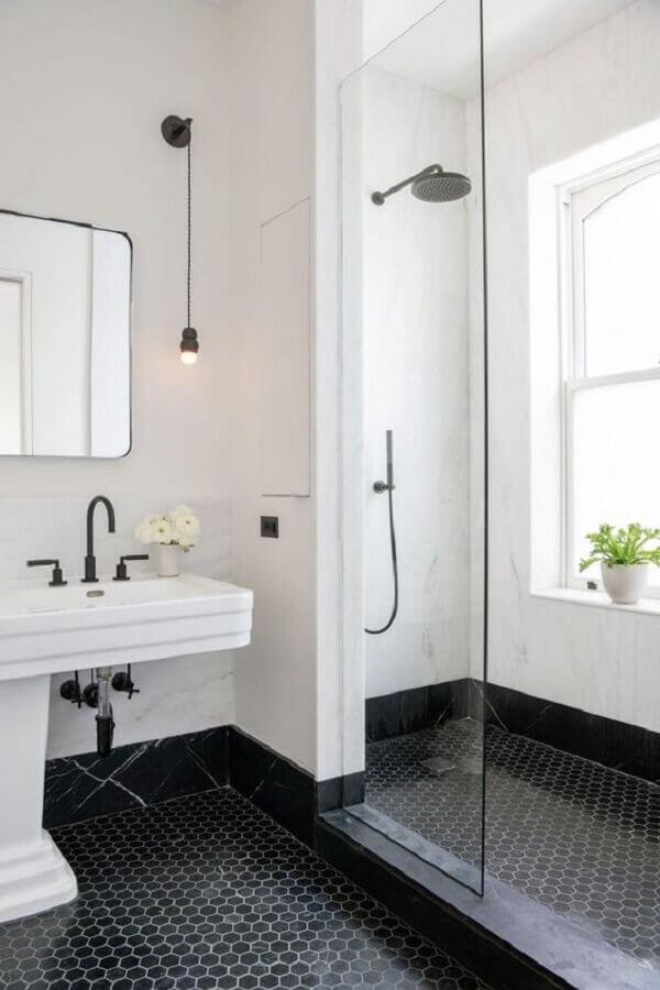 banheiro preto e branco decorado com piso de revestimento hexagonal preto Foto Home Fashion Trend