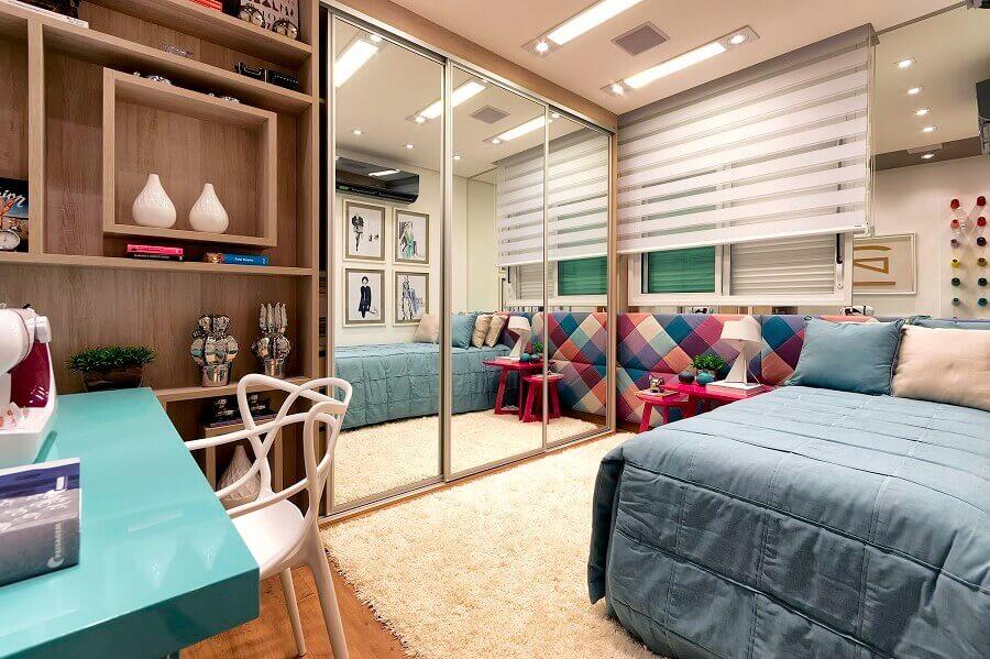 cabeceira estofada colorida para quarto sob medida pequeno Foto Pinterest