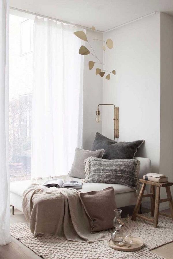 cantinho de leitura confortável decorado com luminária pequena para leitura Foto Archidea