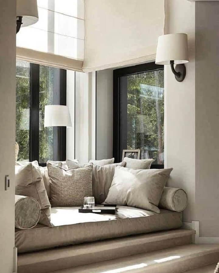cantinho de leitura planejado confortável com luminária de parede para leitura Foto No Decora