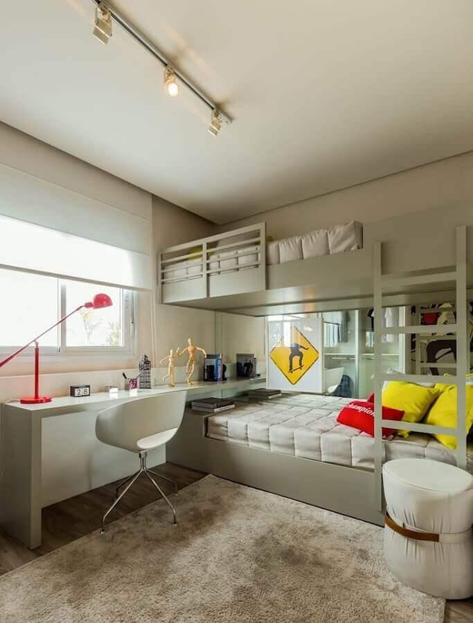 cores claras para quarto masculino com beliche planejado  Foto Chris Silveira e Arquitetos Associados
