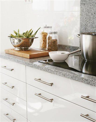 Cozinha simples com cores de granito
