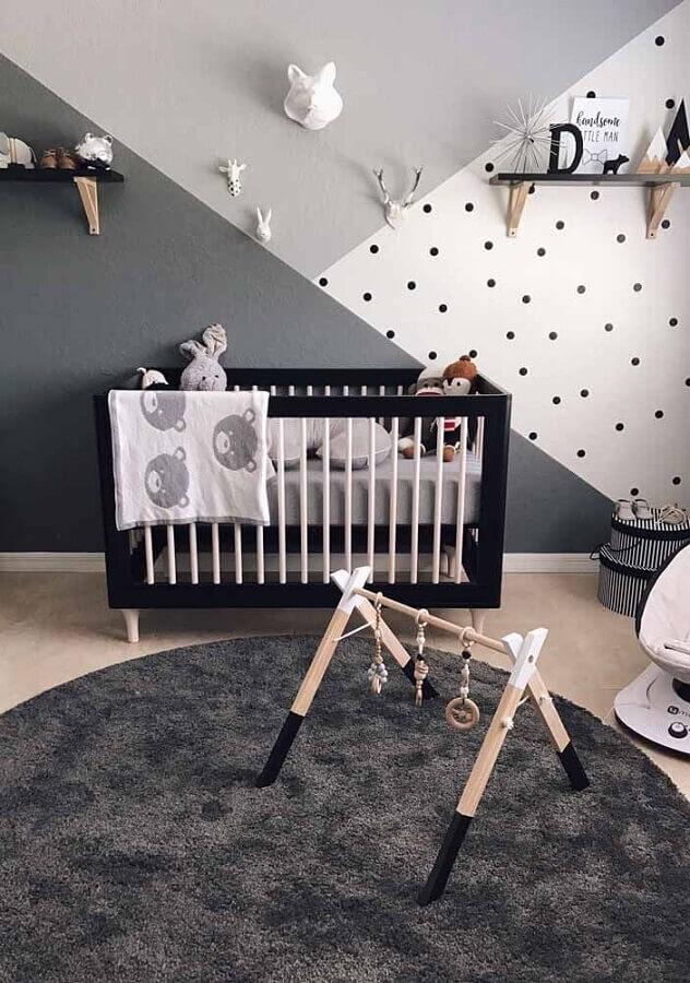 cores para quarto de bebê masculino cinza e branco com berço preto Foto Pinterest