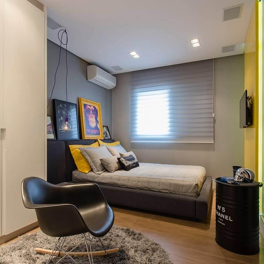 cores para quarto masculino jovem cinza e preto com detalhes em amarelo  Foto Bárbara Dundes