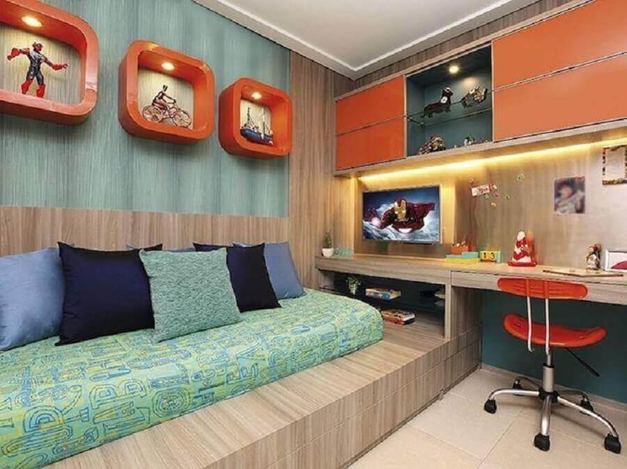 cores para quarto masculino jovem planejado com marcenaria e detalhes em laranja  Foto BM Arquitetura