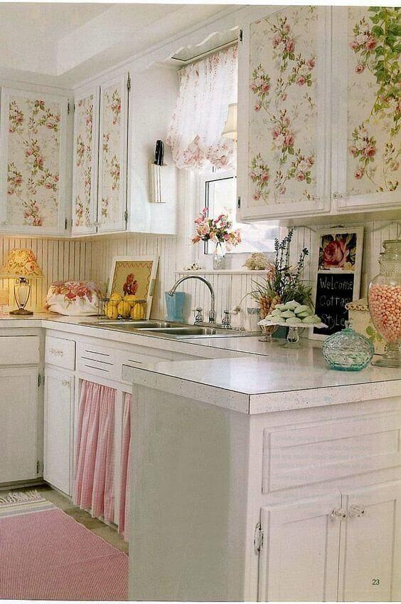 Cortina para pia na cozinha romântica